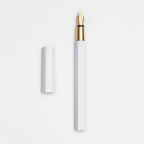 ystudio | Füllfederhalter Resin | Aus massivem Messing und Kunststoff in Weiß von ystudio 1