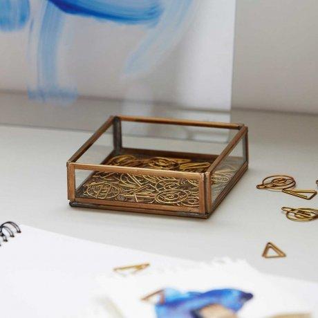 Messing Box von Monograph 10 x 10 cm Vitrine 3